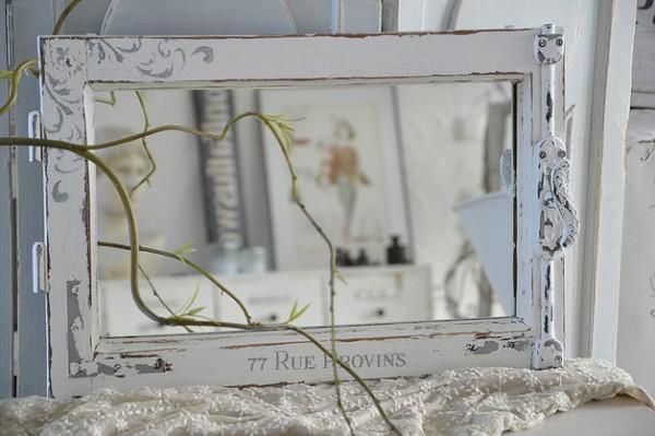Altes Spiegelfenster mit Traumbeschlag